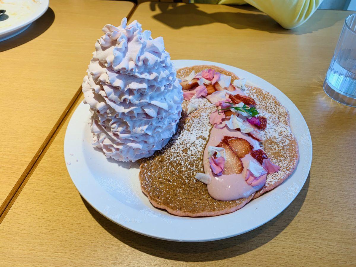 エッグスンシングス いちごと桜ホイップのパンケーキ