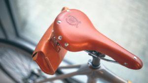 ロードバイクのサドルバッグの選び方と入れておくべき道具を解説します